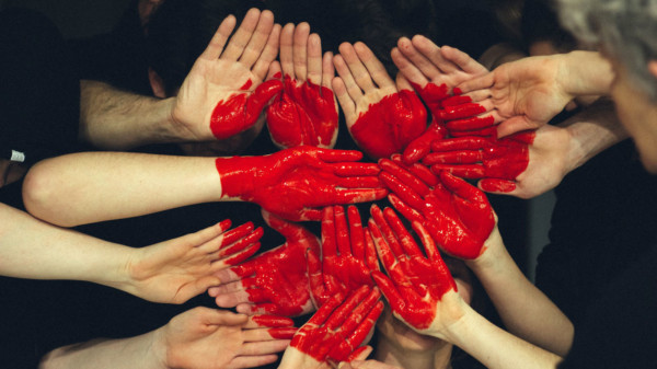 Rote Hände