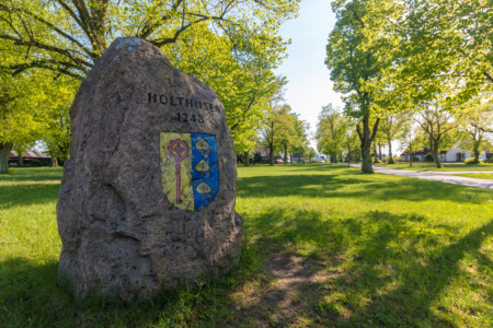 Gedenkstein in der Gemeinde Holthusen