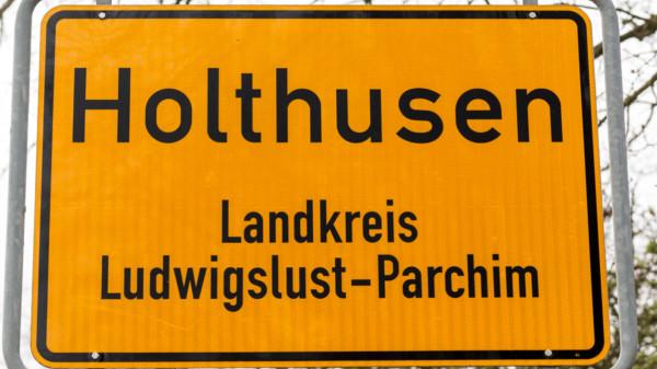 Ortsschild Holthusen
