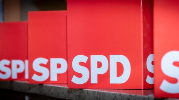 Mehrere SPD-Pappwürfel nebeneinander